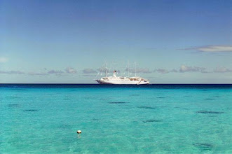 Photo: Club Med 2 dans le lagon de Rangiroa en Polynésie