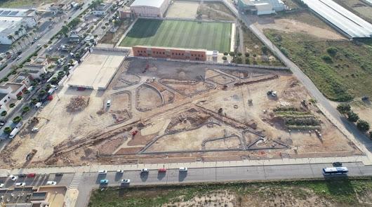 Vista aérea de las obras en marcha del Parque Municipal de Las Norias de Daza junto al campo de fútbol.