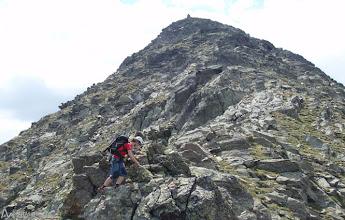 Photo: En la última parte la cresta se ensancha y se reclina, ahora ya mucho más fácil.