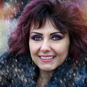smile for u by Alexandru Tache - People Portraits of Women ( love, fashion, color, illustration, lifestyle, snow, zen, castle, photooftheday, street photography )