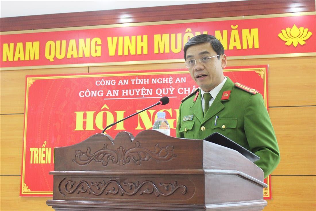 Đồng chí Thượng tá Vi Xuân Thủy – Phó Trưởng Công an huyện Quỳ Châu chủ trì phần tham luận.