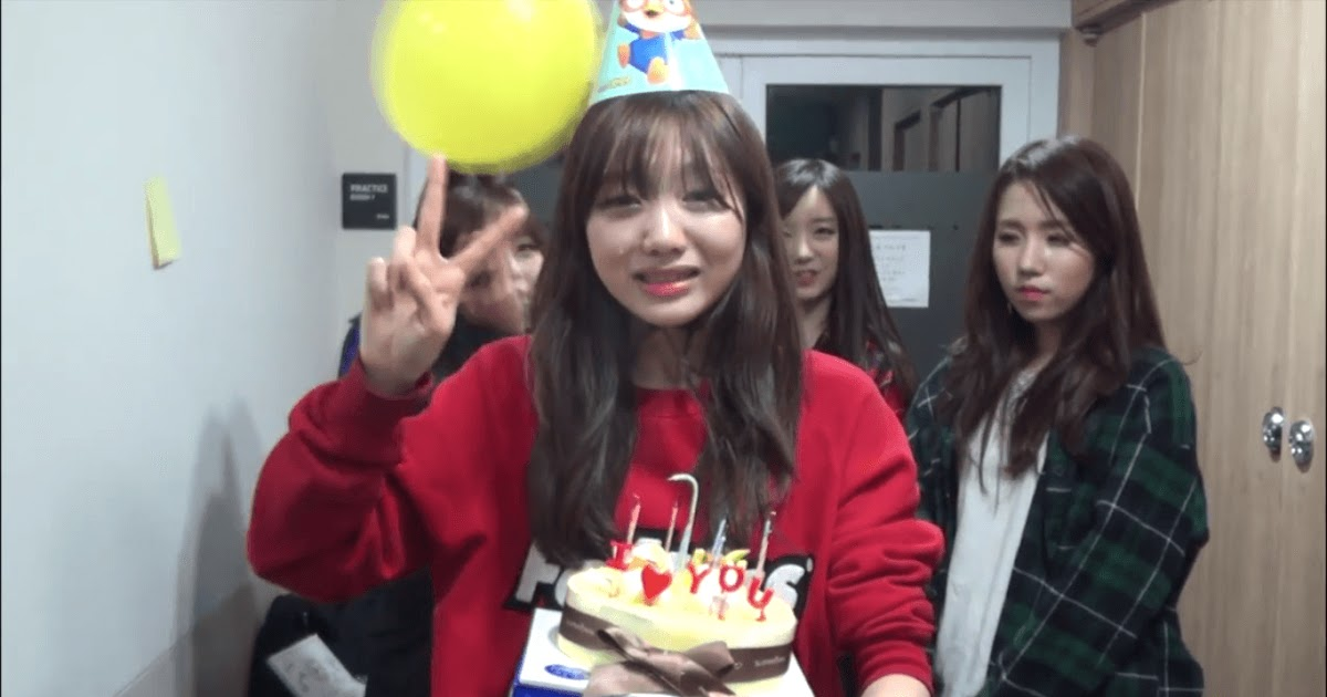 Lovelyz Surprises Member Sujeong On Her 18th Birthday