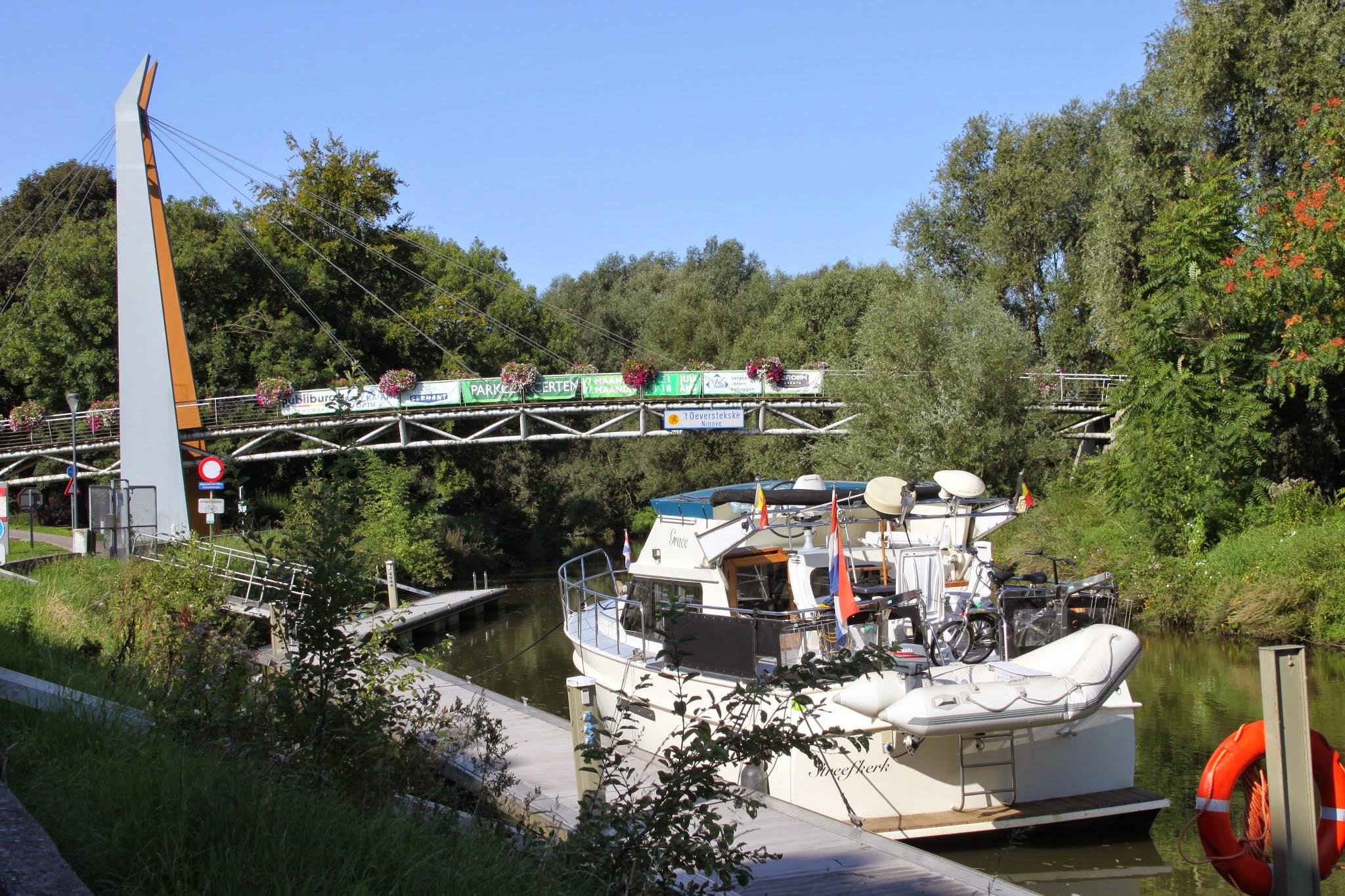 "Photo: Het "" t'oeverstekste"" brugje over de Dender in Ninove"