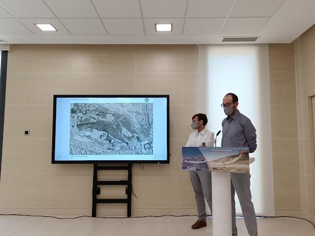 Juan Antonio Sánchez y Vincent Morales durante la explicación
