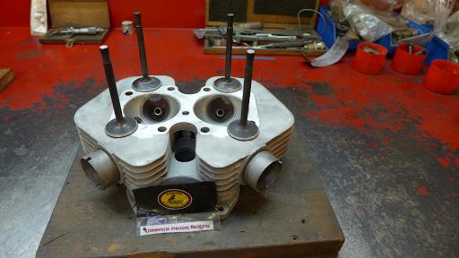 Culasse de Triumph Bonneville T120 révisé par Machines et Moteurs
