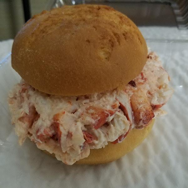 10 ounce GF lobster roll