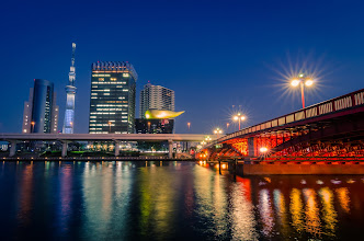 Photo: A bridge crossing the Sumida River, leading to the Tokyo Skytree