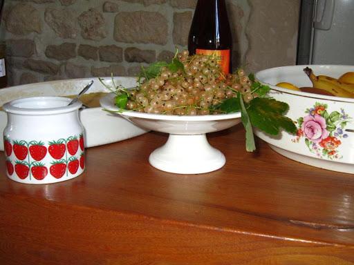 Fruits frais et secs, jus de raisin, de pomme...