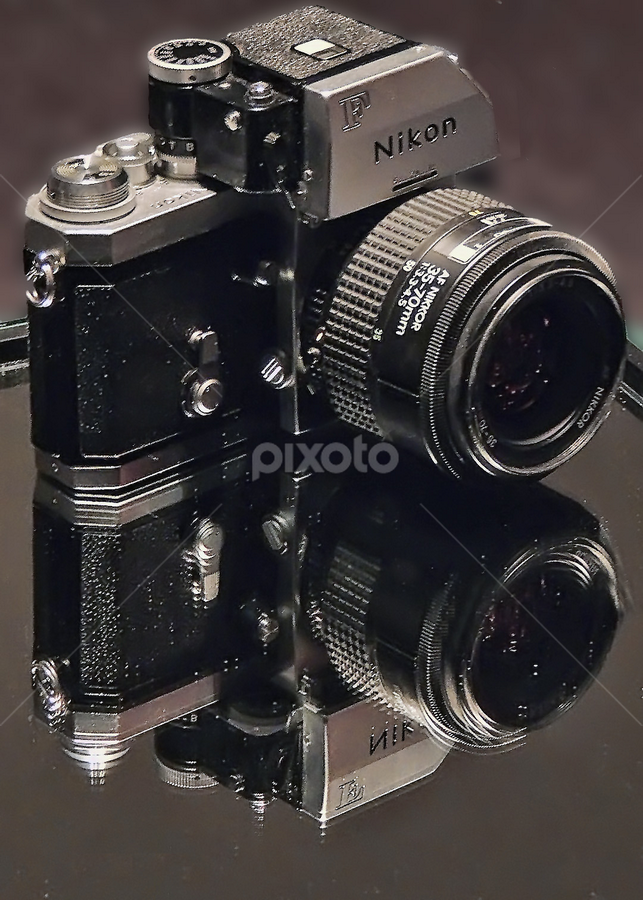 Nikon F reflecting by Ghislain Vancampenhoudt - Artistic Objects Other Objects ( pwcmirror )