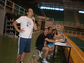 Photo: José Manuel Rayo, en primer término, speaker del Concurso