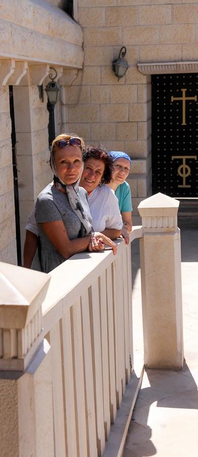 Гив в Израиле Светлана Фиалкова с туристами.