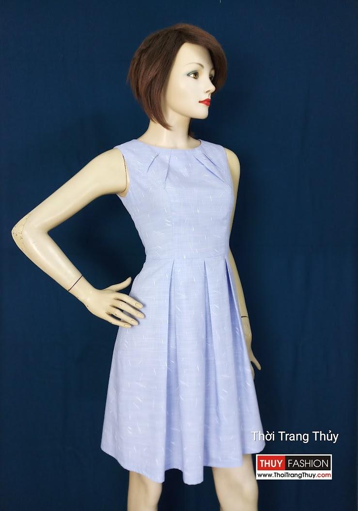 Chiếc váy xòe xếp ly hộp với phần cổ xếp ly V596 tại Hải Phòng
