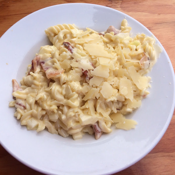 Build your own Mac n Cheese: onion and bacon