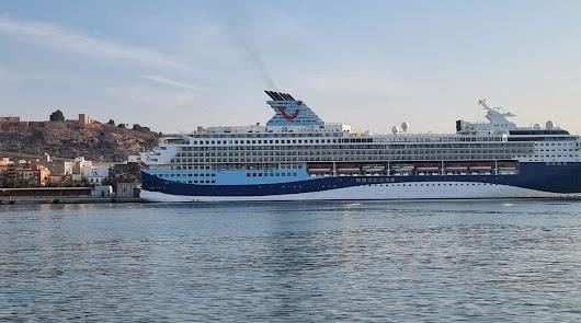 El crucero Marella Explorer 2 llega al Puerto de Almería con 400 británicos