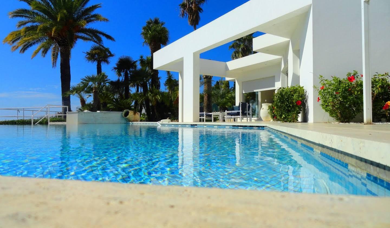 Maison contemporaine avec piscine en bord de mer Ajaccio