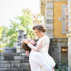 Wedding photographer Alena Nikolaenko (freesia). Photo of 13.10.2017