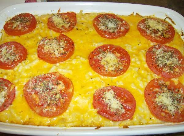 Old Fashioned Macaroni & Cheese Topped With Tomatoes