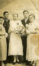 Photo: Fotografia ślubna Katarzyny Dąbrowskiej i Józefa Berezowskiego. Ślub odbył się 30.03.1937. Oprócz młodej pary na zdjęciu: Kazimiera Suchorowska, Jan Szpadt oraz Janina Oleśków. The wedding photograph of Katarzyna Dabrowska and Jozef Berezowski.