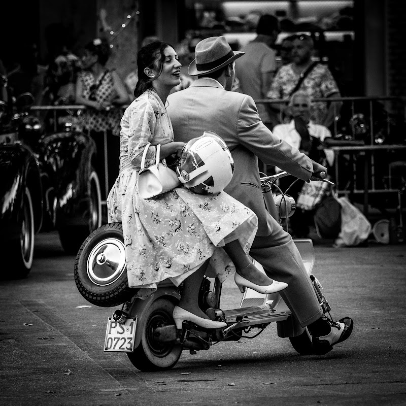 Giovani Sposi in vecchio contesto  di Fabio Busignani
