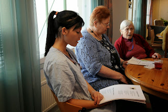 Photo: Koskenrinteen palvelutaloyhdistyksen Kotka-kodin päiväkeskuksen toimintaa 2012. Kuva Raimo Oksala.