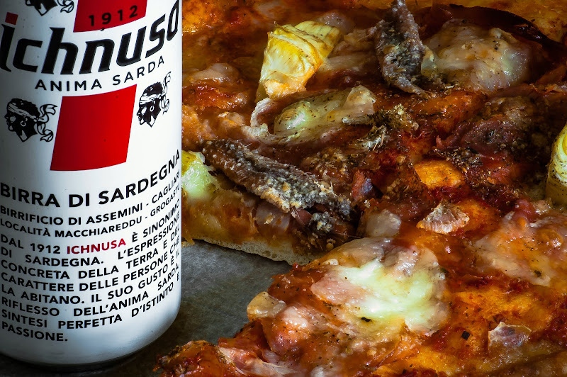 pizza napoletana e birra sarda di kaos