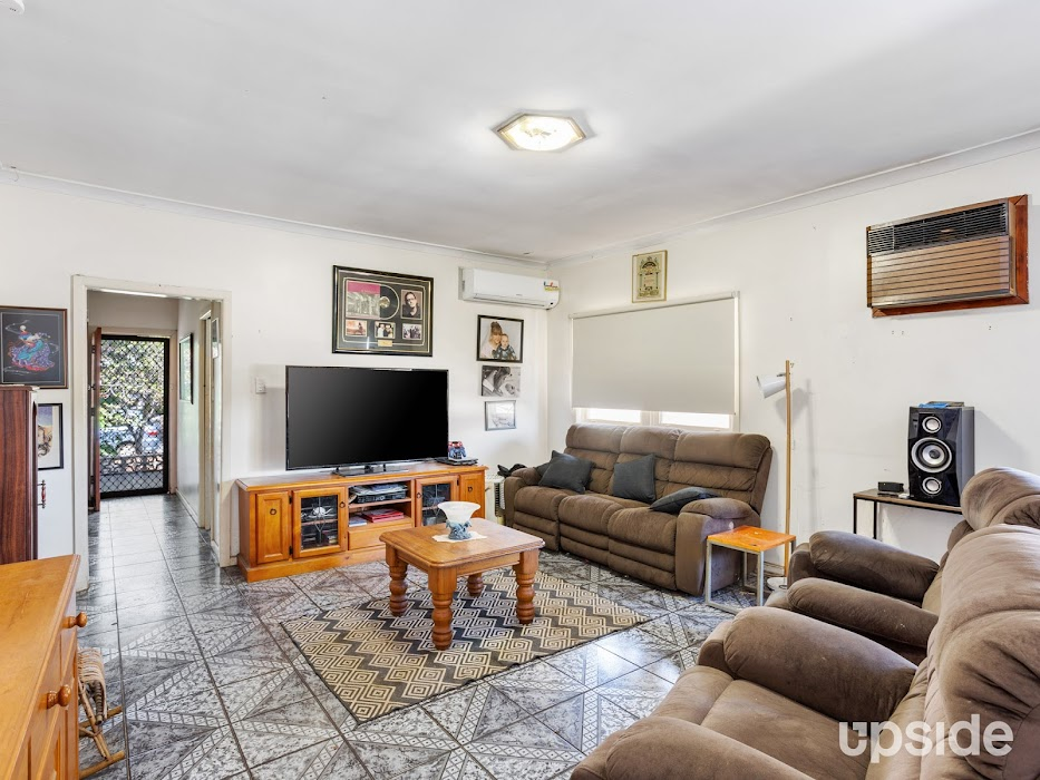 Main photo of property at 21 Fourth Avenue, Seven Hills 2147