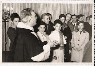 Photo: El P. eulalio Calzón en la inauguración de la Joyería Cortés. Detrás de él, mi madre Pilar Aranaz. Demonaguillos roberto diago y yo, Josemari Cortés.