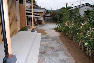 Photo: 玄関前
