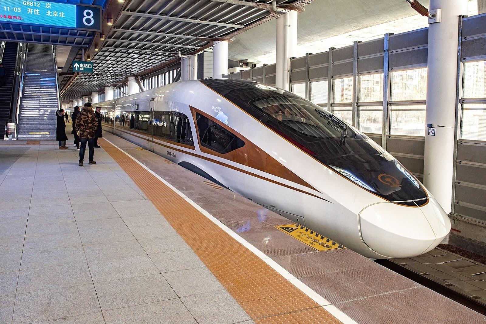 Os modelos da série Fuxing, desenvolvidos pela China, alcançam 350 km/h. (Fonte: Wikimedia Commons)