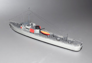 Photo: 173' Bluffton-class subchaser from rear 3/4 port. The US built 450 of these in 30 months, some along riverbanks with not much more than keel blocks and tall stepladders. The railings are custom photo-etch brass with the correct spacing of stanchions. The mast is made from stepped brass tubing of correct scale.
