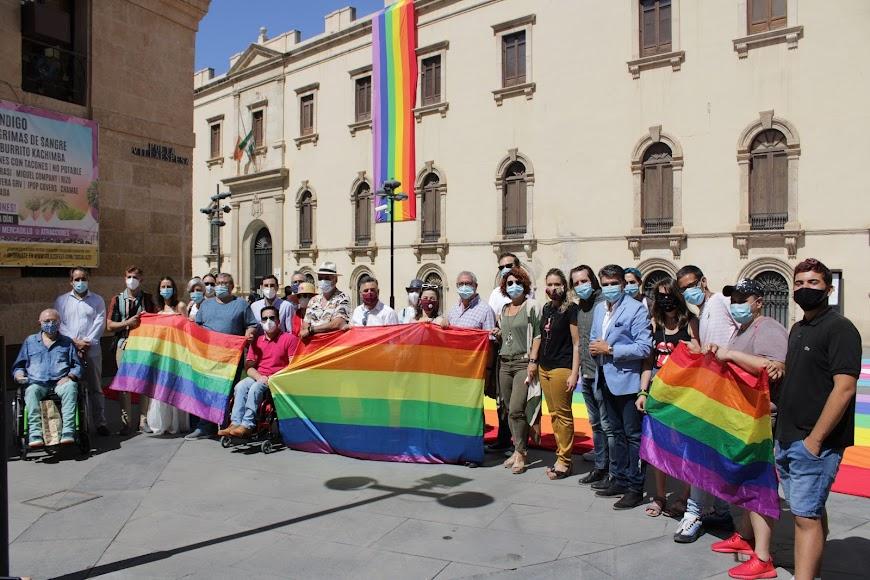 Integrantes del colectivo Colega y autoridades asistentes al acto.