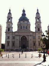 Photo: Bazilika má šest zvonů: jeden zvon je na jižní věži a pět na severní. Velký zvon sv. Štěpán je největší zvon Maďarska. Situovaný na jižní věži, váží 9250 kg, průměr těla zvonu je 240 cm. Zvon byl ulit v Pernerově zvonařství v německém Pasově roku 1990.