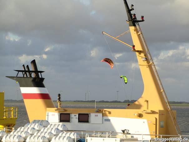 Guter Wind für Wassersportarten: Hinter der Föhr- Fähre bei Dagebüll