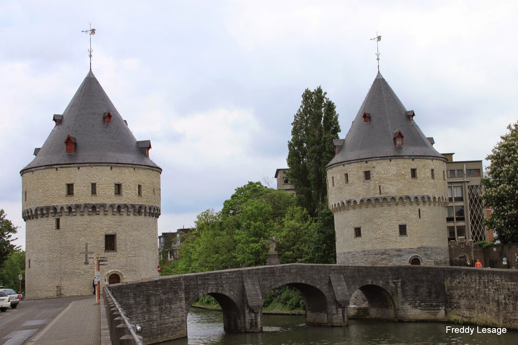 Photo: De Broeltorens zijn een overblijfsel van de oude versterkingen die in 1684, door Lodewijk XIV verwoest werden.