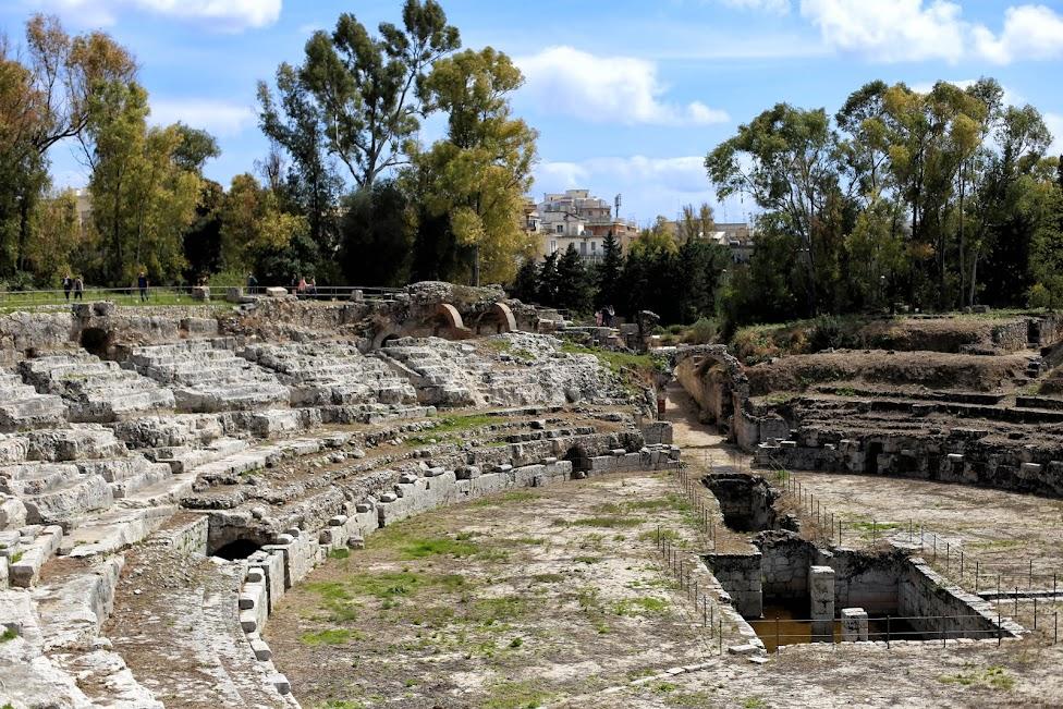 Syrakuzy, Obszar Archeologiczny Neapolis, Rzymski Amfiteatr