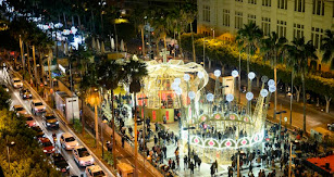 Miles de personas acudieron al encendido navideño.