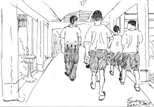 Photo: 隊伍2010.09.29鋼筆 白天監獄有許多的活動,例如接見、教誨、訊問…等等,所以提帶人犯幾乎是備勤人員的主要勤務。 而這個長廊……我一天就不知要走多少回……