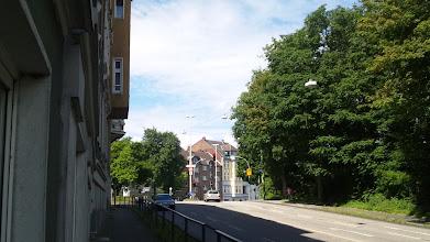 Photo: Das Straßendreieck am Buschey von einem früheren Abschnitt der Buscheystraße aus gesehen.