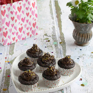 Gluten-free Vegan Chocolate Cupcakes with No Added Oil!.