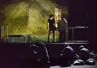 """Photo: EISWIND von Arpad Schilling - ein """"Anti-Orban-Projekt im Wiener Akademietheater. Premiere am 25.5.2016. Inszenierung: Arpad Schilling. Alexandra Henkel, Falk Rockstroh.  Copyright: Barbara Zeininger"""