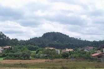 Photo: Vista do Castro de Bergondiño, dende o lugar de Casal, parroquia de Ouces
