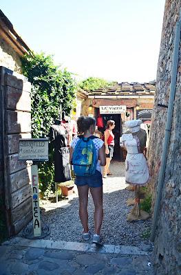 A young tourist girl di viola94