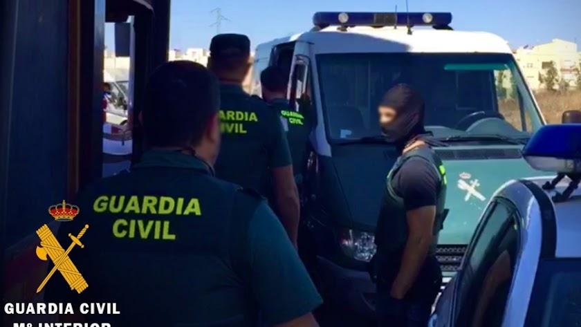 La Guardia Civil esclarece tres robos ocurridos en Roquetas.