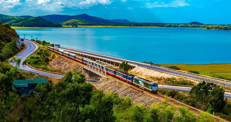 Tuyến đường sắt chạy qua tỉnh Quảng Ngãi.