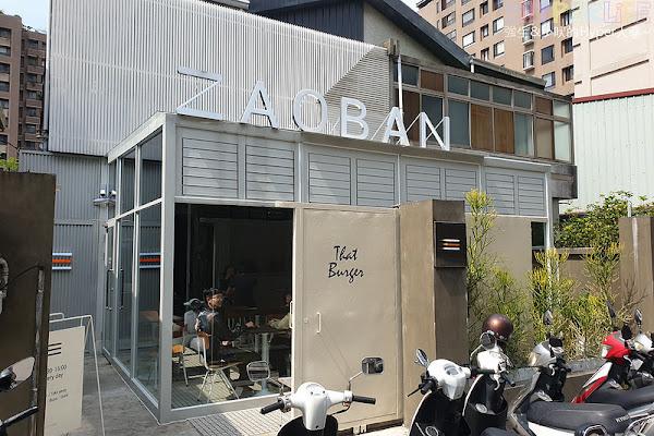 早伴漢堡Zaoban Burger│老屋改建的韓風漢堡店,有著三面大大落地窗加透明屋頂拍照採光好啊~