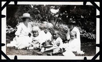 Photo: Tom Brandvold Album TBB148 / May Hansen, Winston and Evelen Hansen, Bertine Brandvold with sons Norman and Elroy.