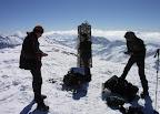 Na vrcholu panovalo počasí, které zde vzhledem ke jménu hory jen tak nikdo nezažije. Úplné bezvětří a jasno.