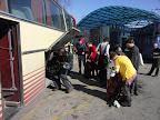 Po jízdě autem, letu letadlem a přesunu vlakem už nás čekala jen jízda autobusem.