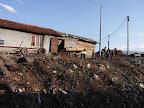 Rómské předměstí stojí na odpadcích.