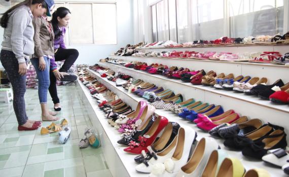 Bí quyết lựa chọn xưởng giày dép sỉ uy tín nhất hiện nay